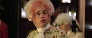 Tom Hulce nel film Amadeus